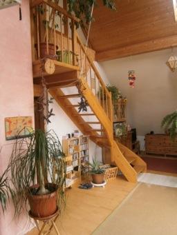 Treppe, Esche, viertelgewendelt mit eingestemmten Stufen