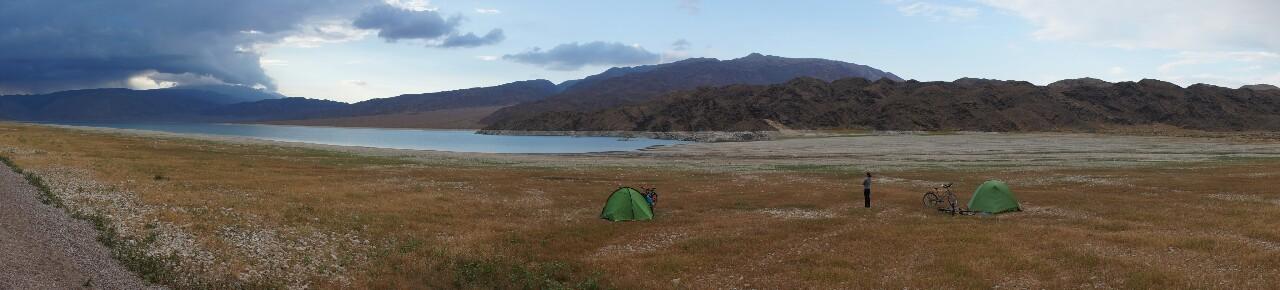 Bivouac sur les rives du lac Orto Tokoi