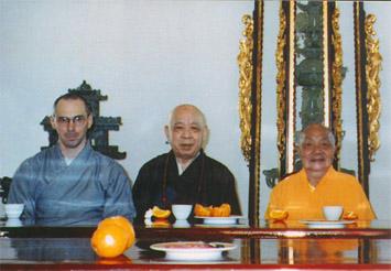 Chuan Zhi mit den Großmeistern Jy Din und Ben Hua (1997)