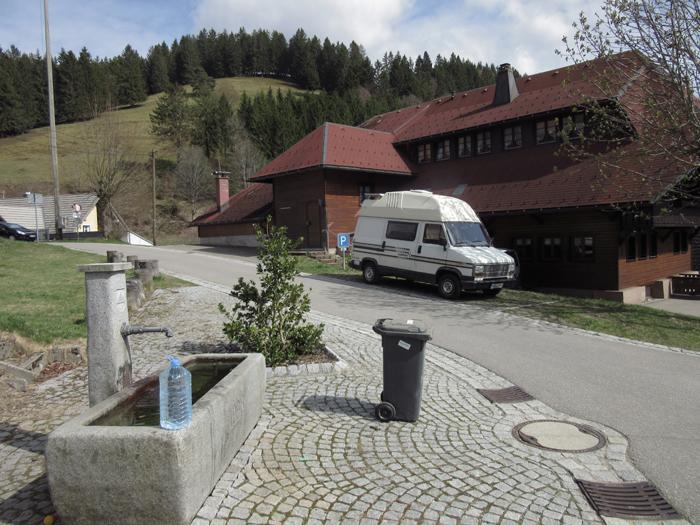 Schwarzwald Wasser Fontäne Vanlife