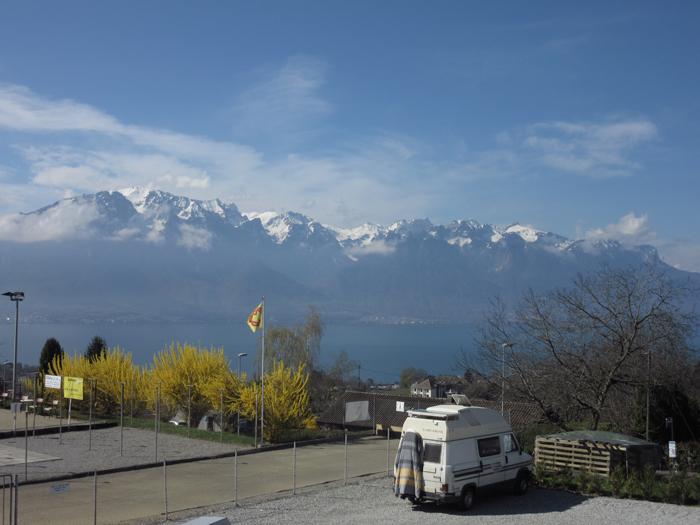 Lausanne See Berge Gipfel Schnee Ausblick frei stehen