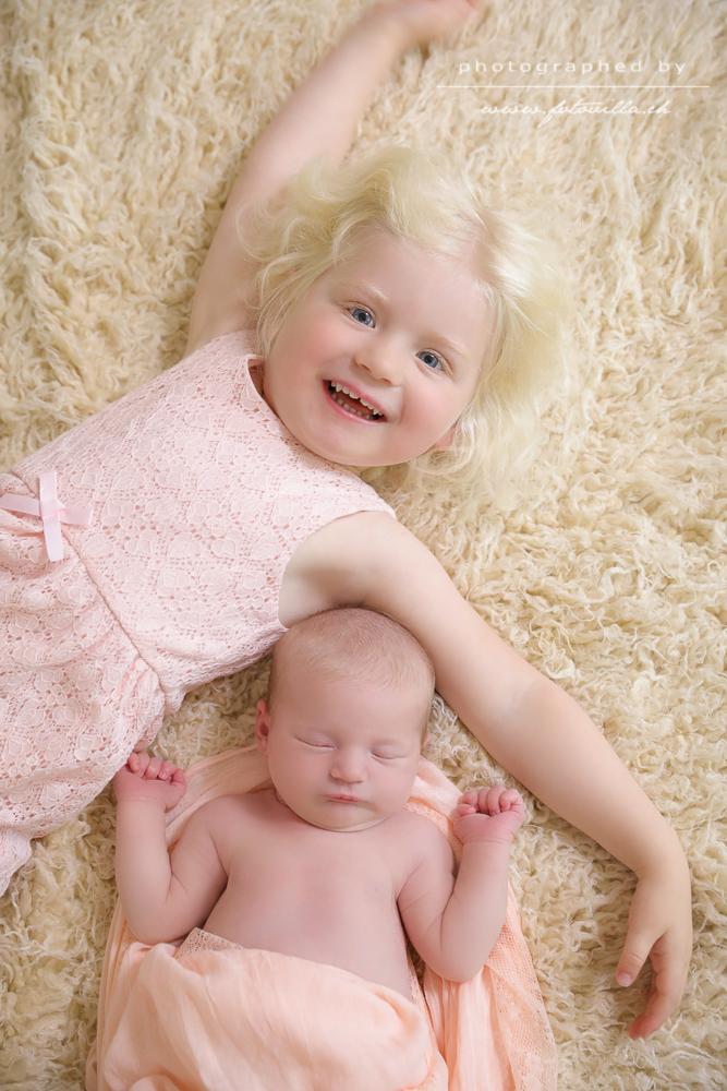 Newborn Baby Geschwister Foto Shooting Bern