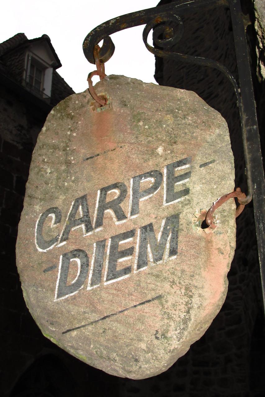 Si c'est écrit dans la pierre ... il faut s'exécuter !!!