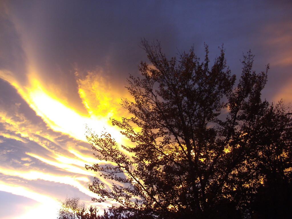 Soleil couchant se reflétant dans les nuages  ( Plateau du Lienz - Barèges )