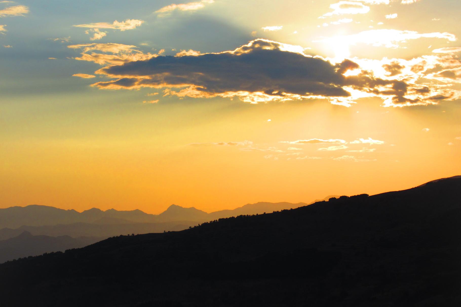 Soleil couchant sur la Sierra Nevada ( Andalousie )
