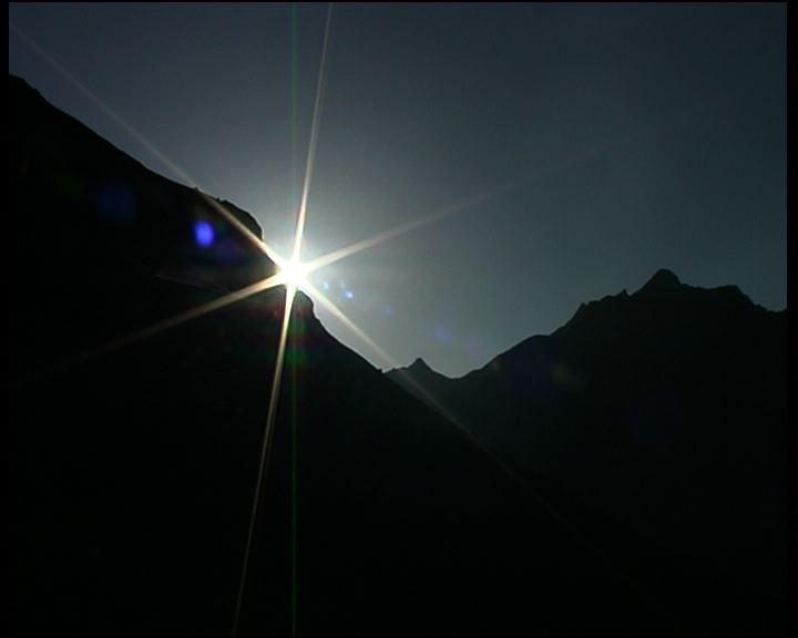 Lever de soleil dans les montagnes pyrénéennes