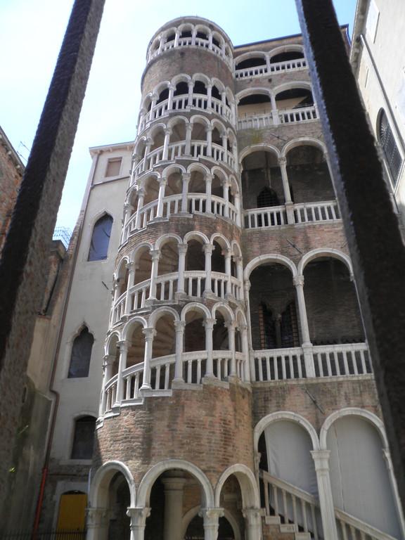 L'escalier extérieur de du palais Canterini