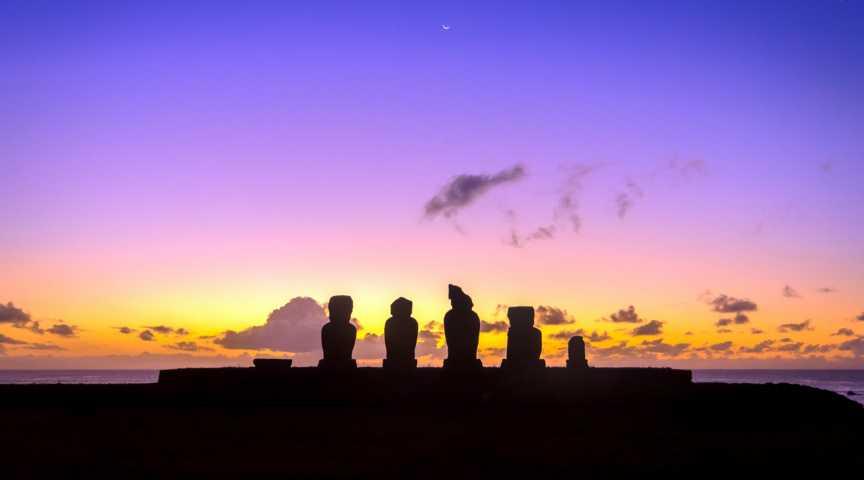 Osterinsel / Rapa Nui – Moai-Kolosse, Vulkankrater und Palmenstrand im Niemandsland des Pazifiks