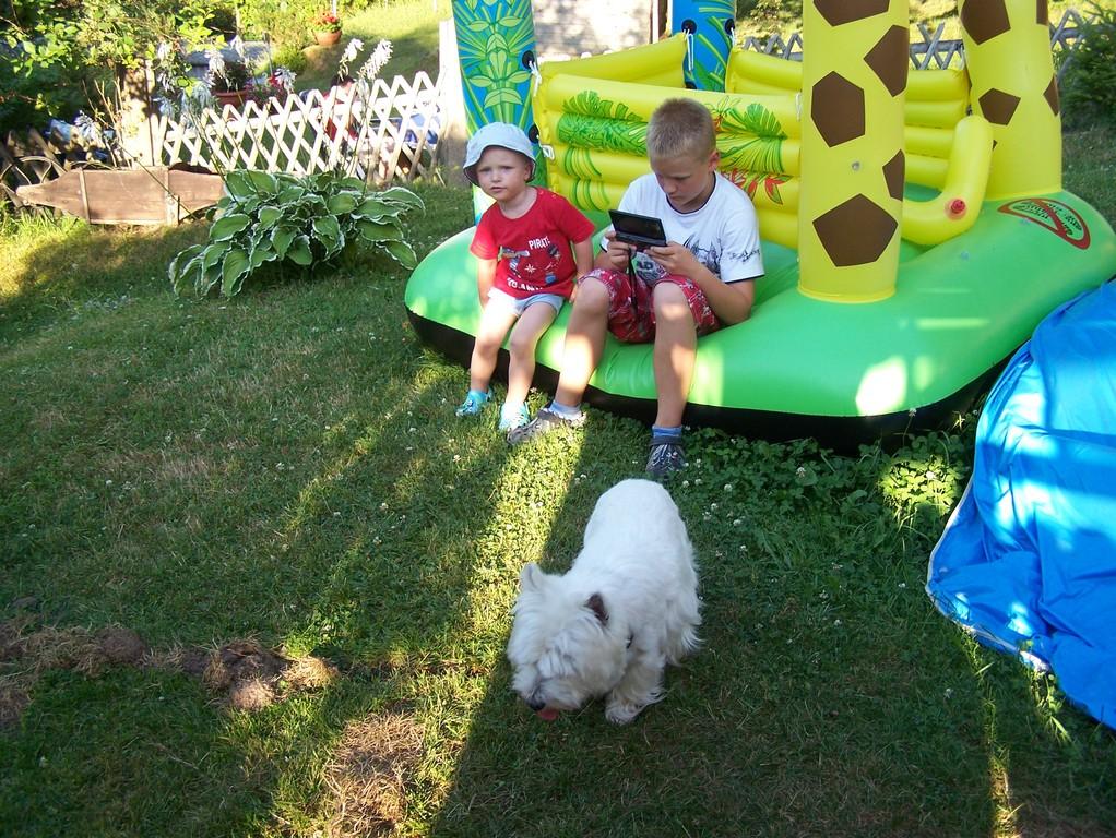 unsere Enkelkinder im Friedrichrodaer Garten
