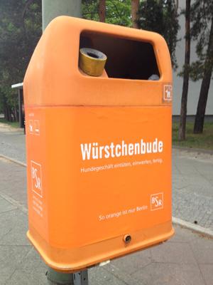 Würstchenbude - Papierkorb BSR zum Entsorgen von Hundekotbeuteln
