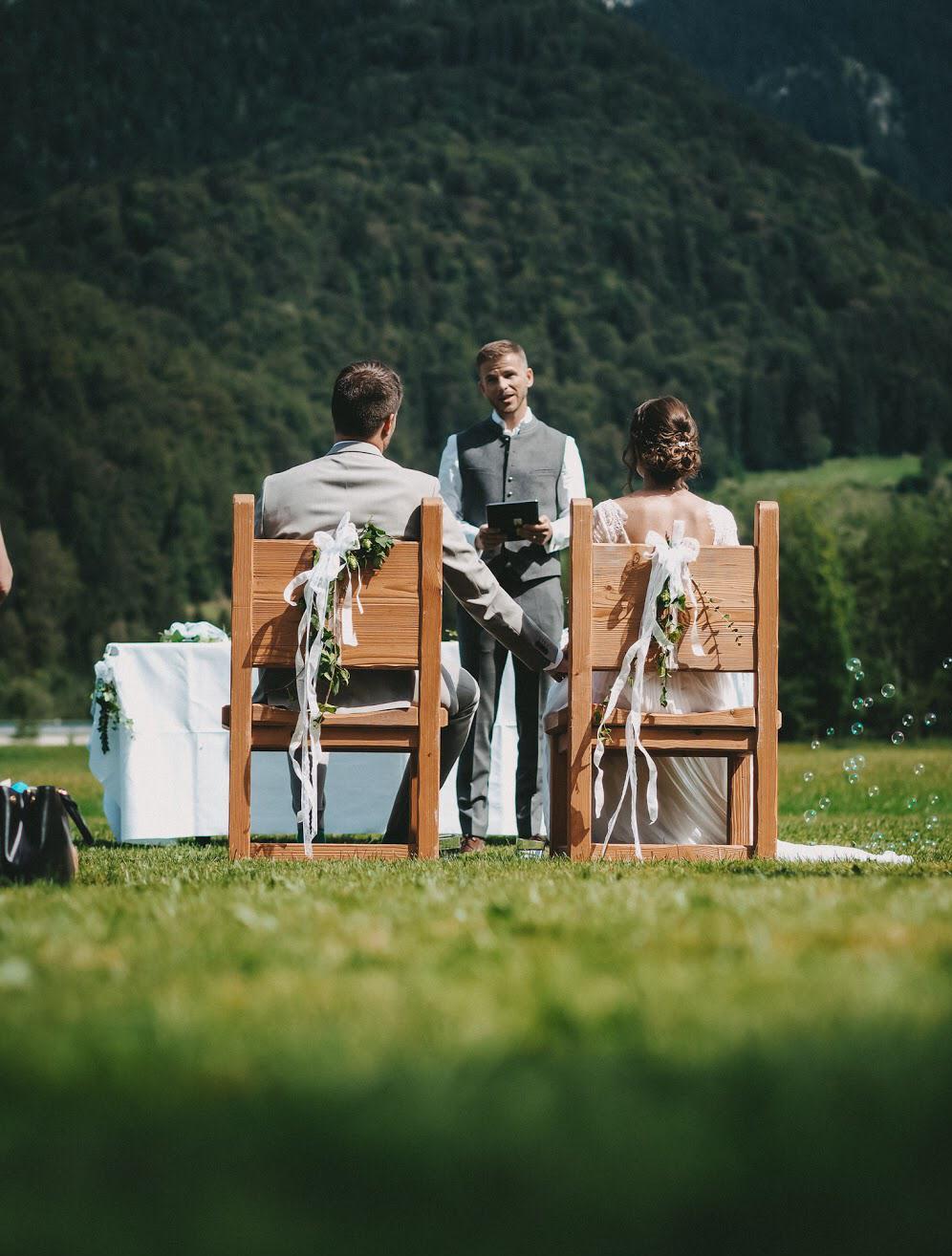 Trauredner Patrick Deißner bei freier Traung im Hasenöhrl, Schliersee, Die Hochzeitsmacher