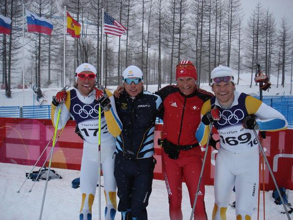 Erich Sterchi mit schwedischen Spitzenlangläufern an den olympischen Winterspielen in Turin