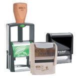 Sämtliche klimaneutrale Stempel werden überwiegend aus Recycling Material gefertigt. Der Recycling Anteil des Kunststoffgehäuses beträgt ca. 80%. Die Verpackung ist bis zu 100% aus Recyclingmaterial.