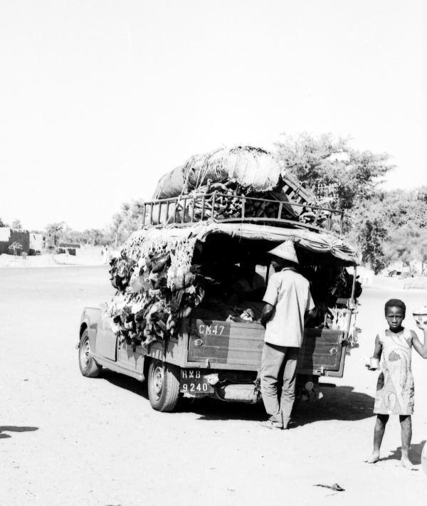 Taxi brousse en partance à Sévaré
