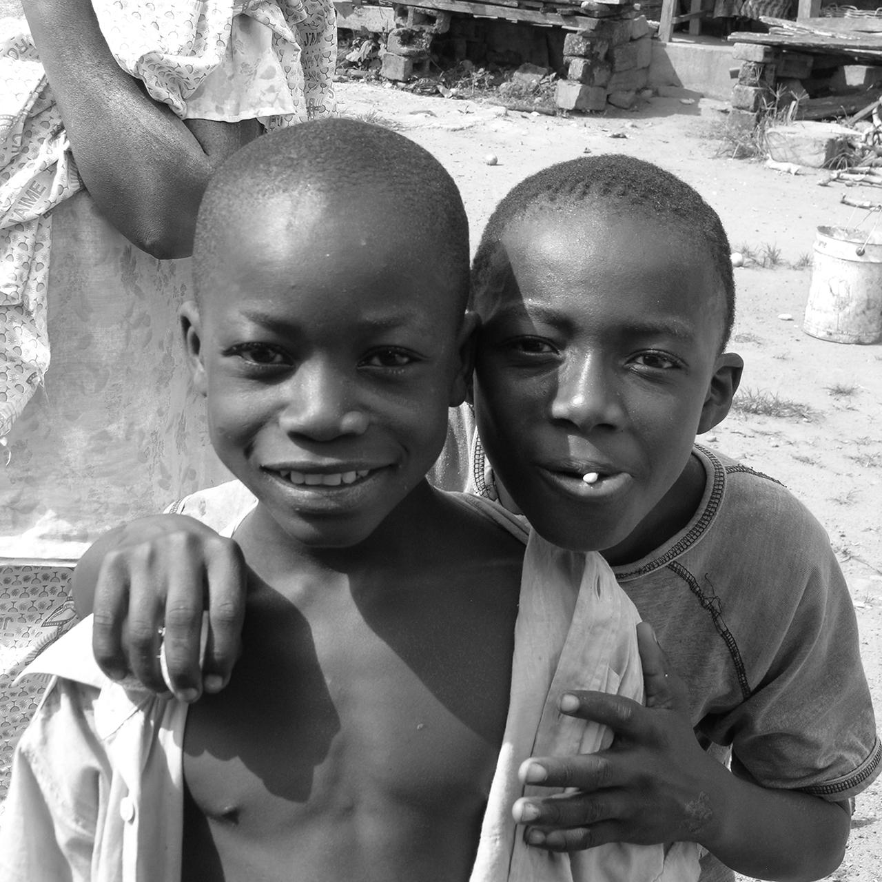 Les deux diablotins. 2007, ABENGOUROU, Côte d'Ivoire