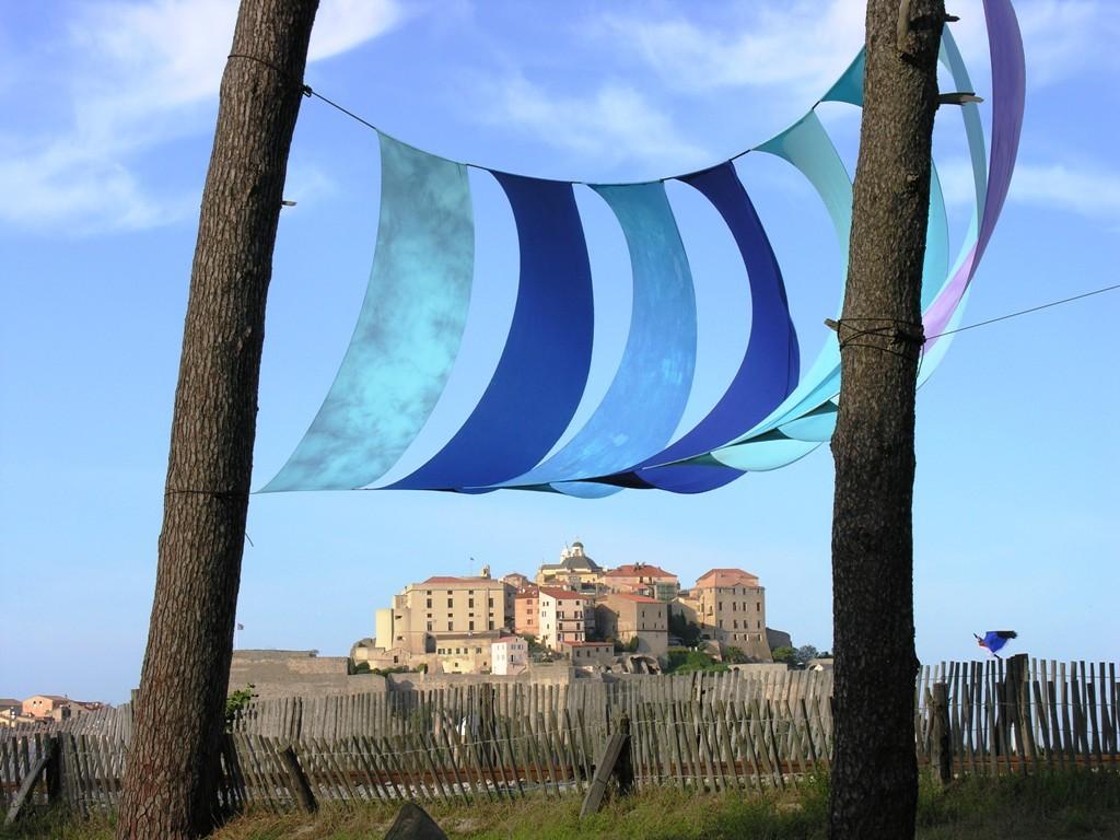 Sous les voiles, la plage ... Festival du vent 2007.