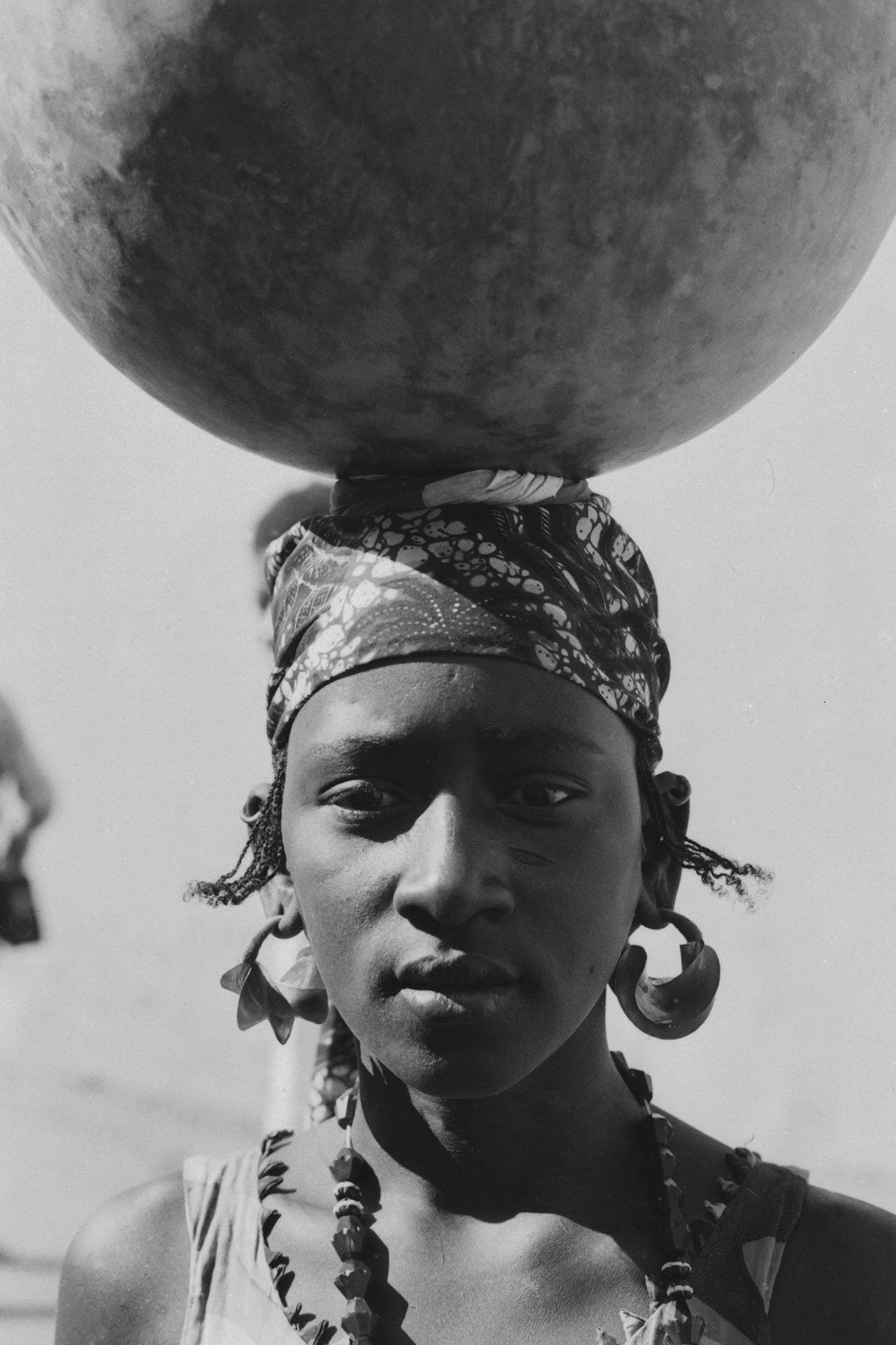 Jeune fille Peulh. 1970, MOPTI, Mali
