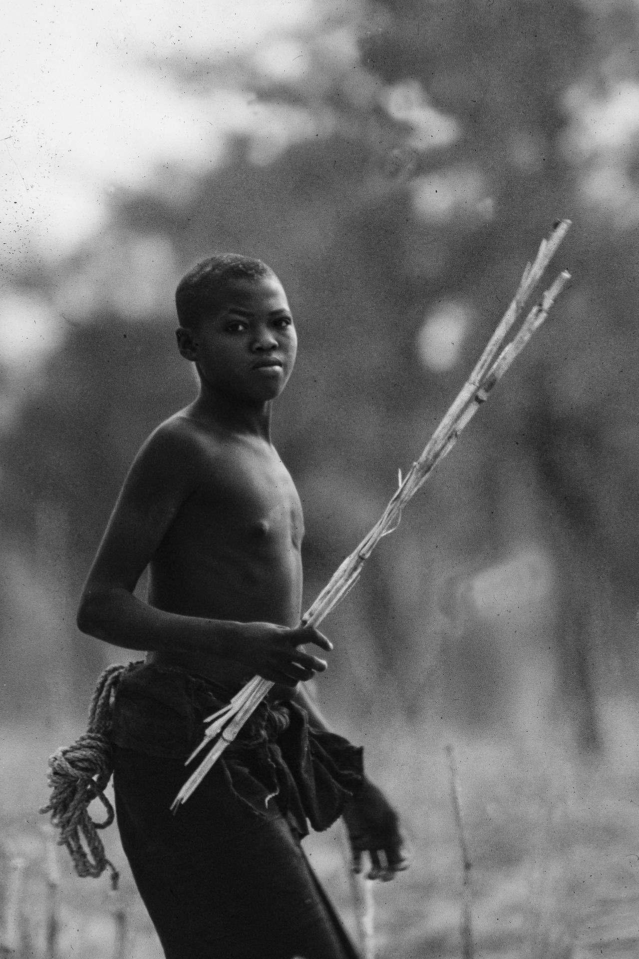 Jeune garçon Dogon. 1969, Falaise de BANDIAGARA, région de Sangha, Mali