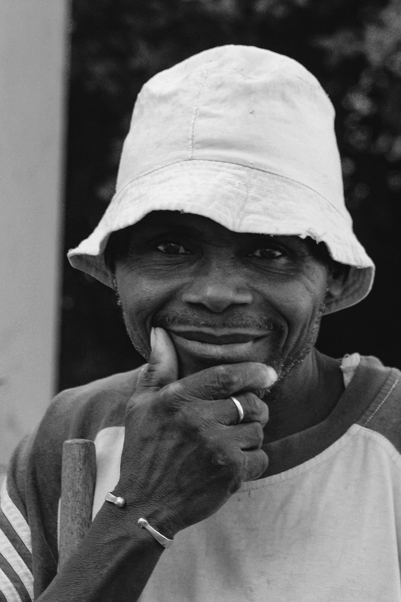 Pensif, le jardinier. 2007, BONGOUANOU, Côte d'Ivoire