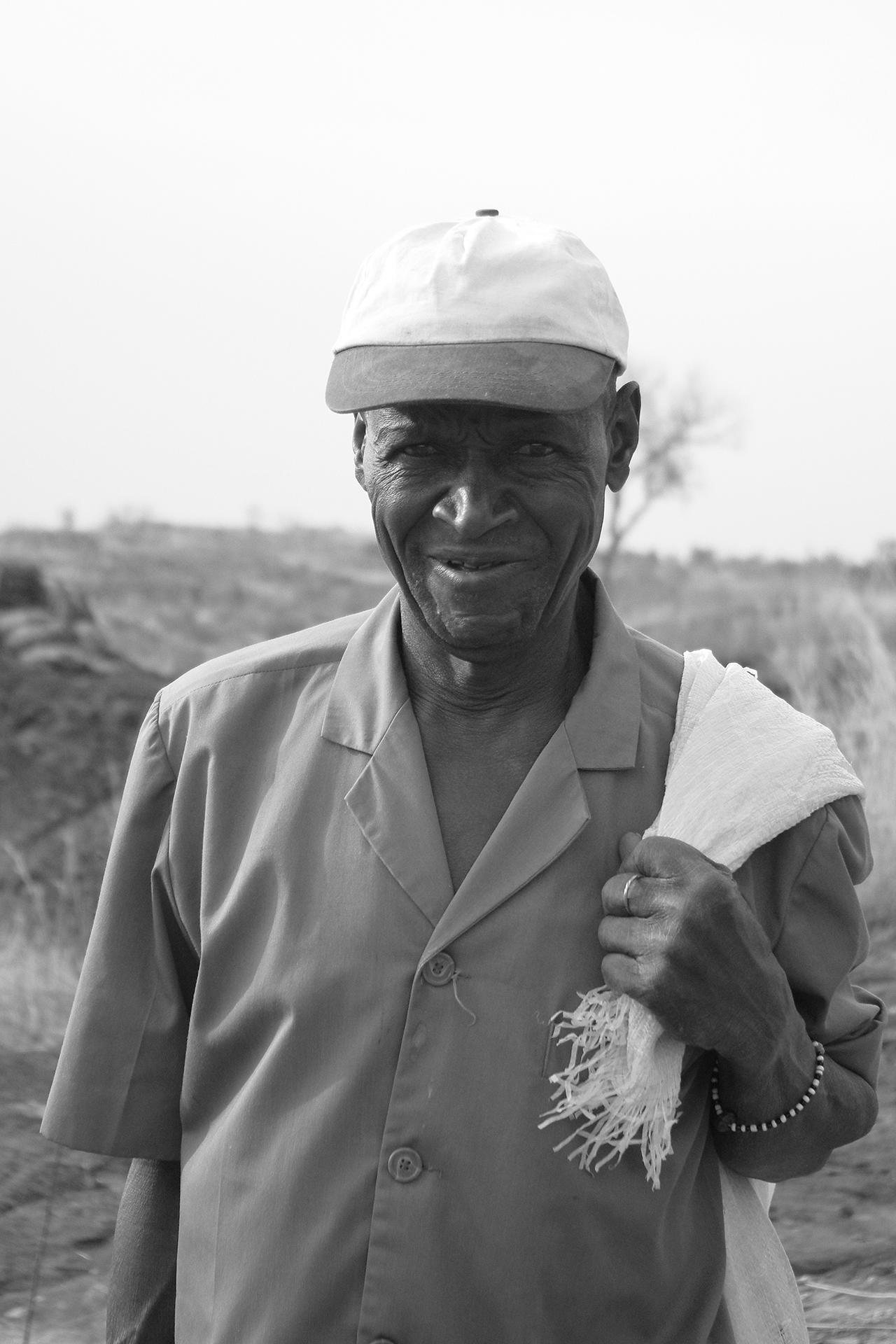 Vieux guide de la mare aux silures géants. 2014, BOBO DIOULASSO, Burkina Faso