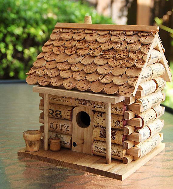 декоративный домик из пробки