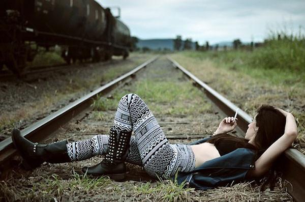 спать на рельсах
