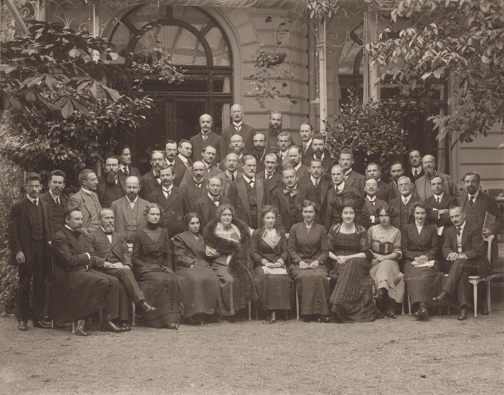 Photographie du congrès international du mouvement psychanalytique de 1911 à Weimar en Allemagne