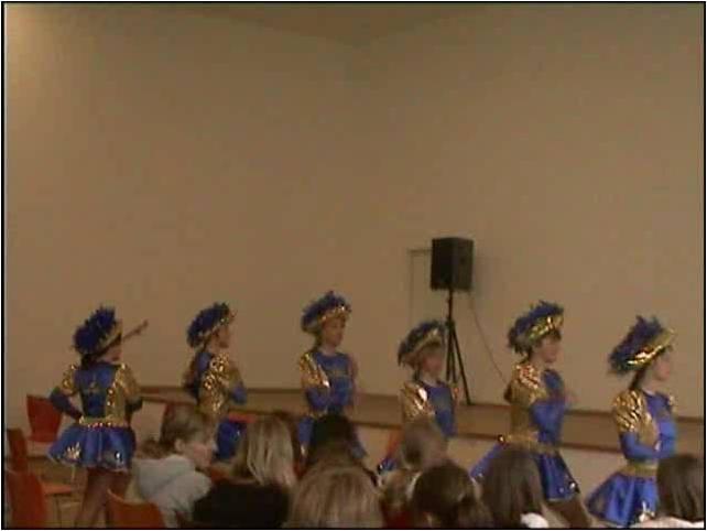 In Deutschland wird Karneval in verschiedenen Regionen mit Umzug und Karnevaltänzen gefeiert. Einige Schülerinnen unserer Schule zeigen Ihr Können.