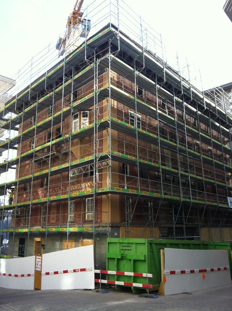 Baustelleninstallation auf engstem Raum April 2013