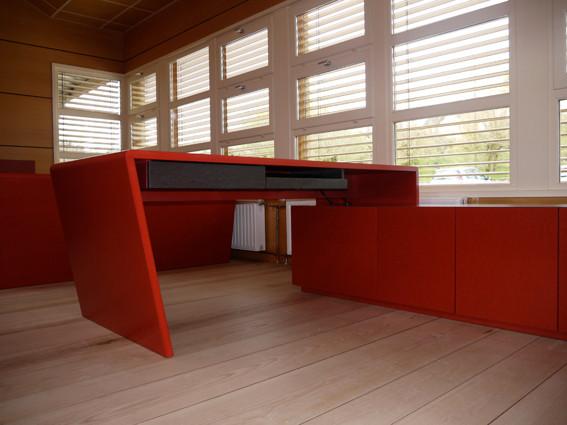 tables et meuble de rangement (photo odermatt architectes lalinde)