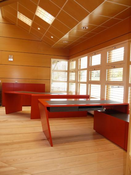 Bürotische und Sideboard (Foto odermatt architectes couze et st front)