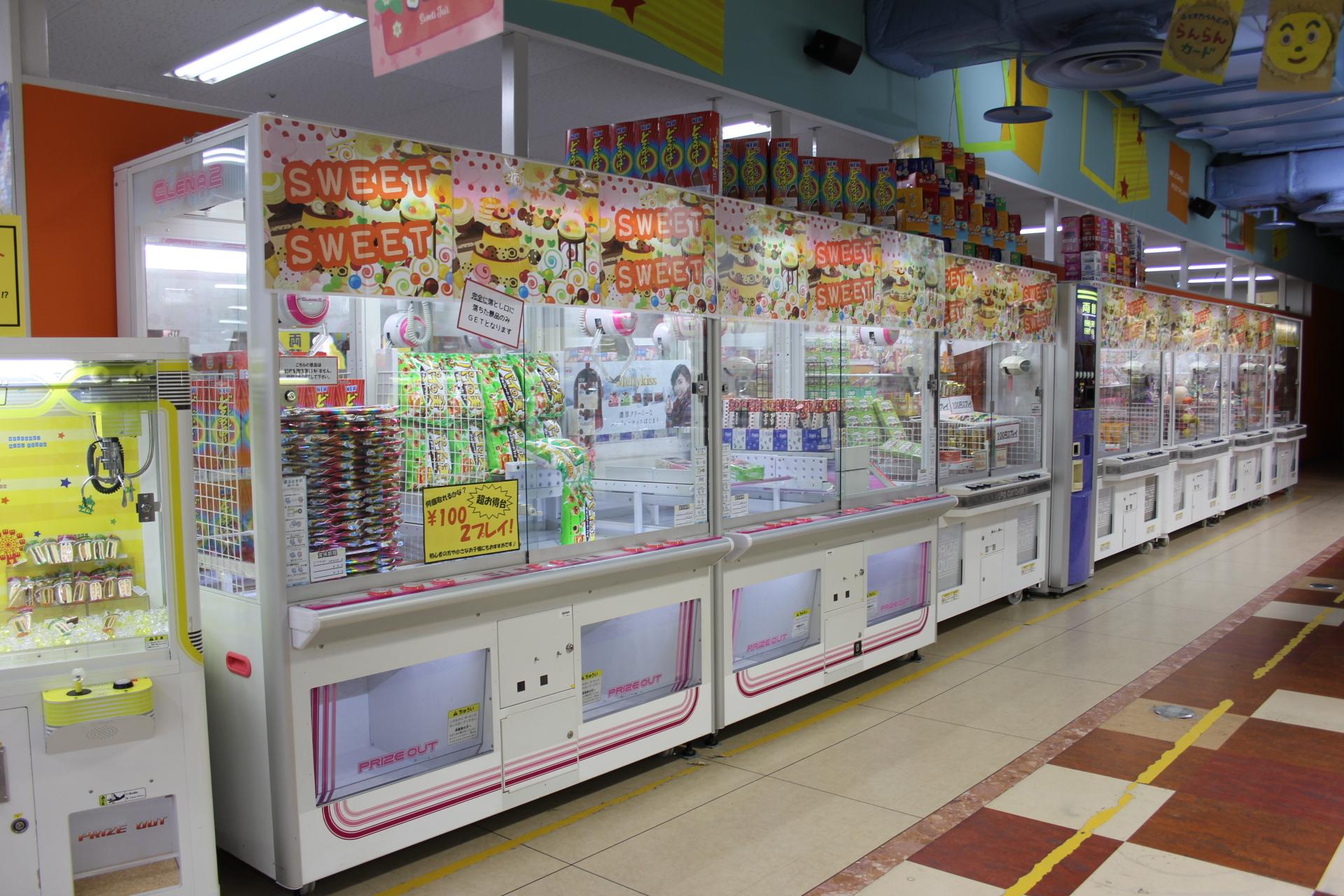 人気の商品を取りそろえたクレーンゲームコーナー