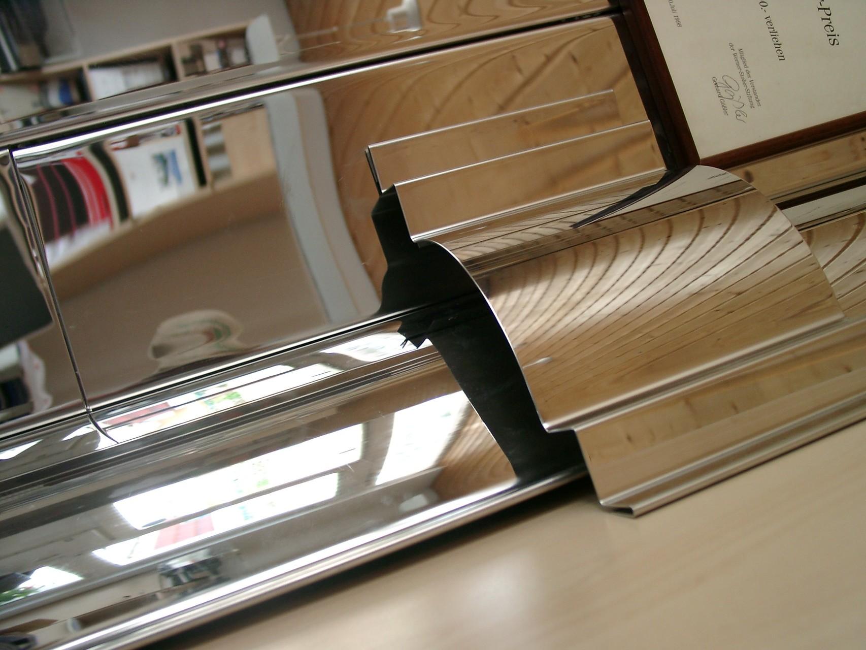 Edelstahlblech spiegelpoliert rund gebogen