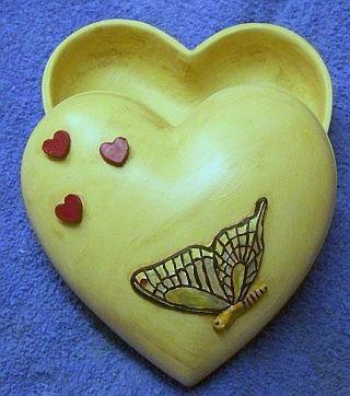 Herzdose mit Schmetterling