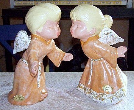 Küssendes Engelpaar