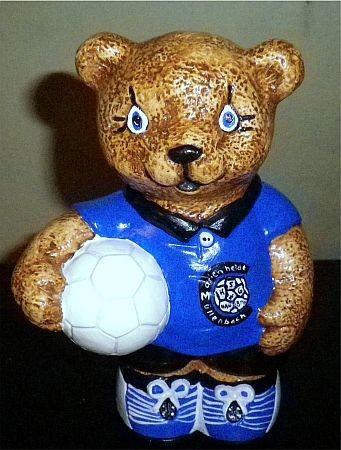 Teddy Ball haltend