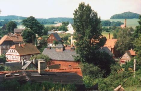 Blick auf den Röthigberg (rechts) und Schönborner Wald (links).