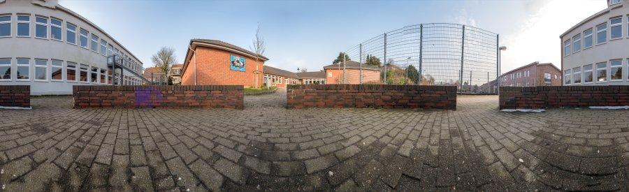 Panorama: der hintere Schulhof