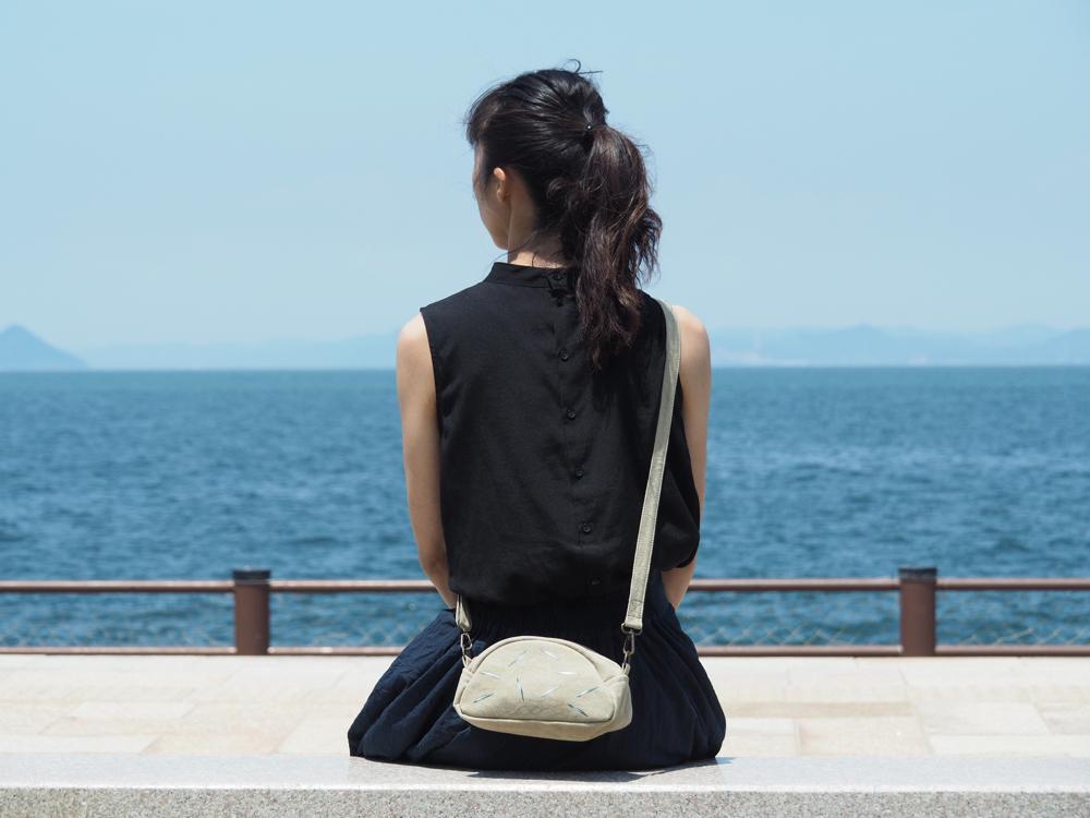 香川県の形のショルダーバッグ