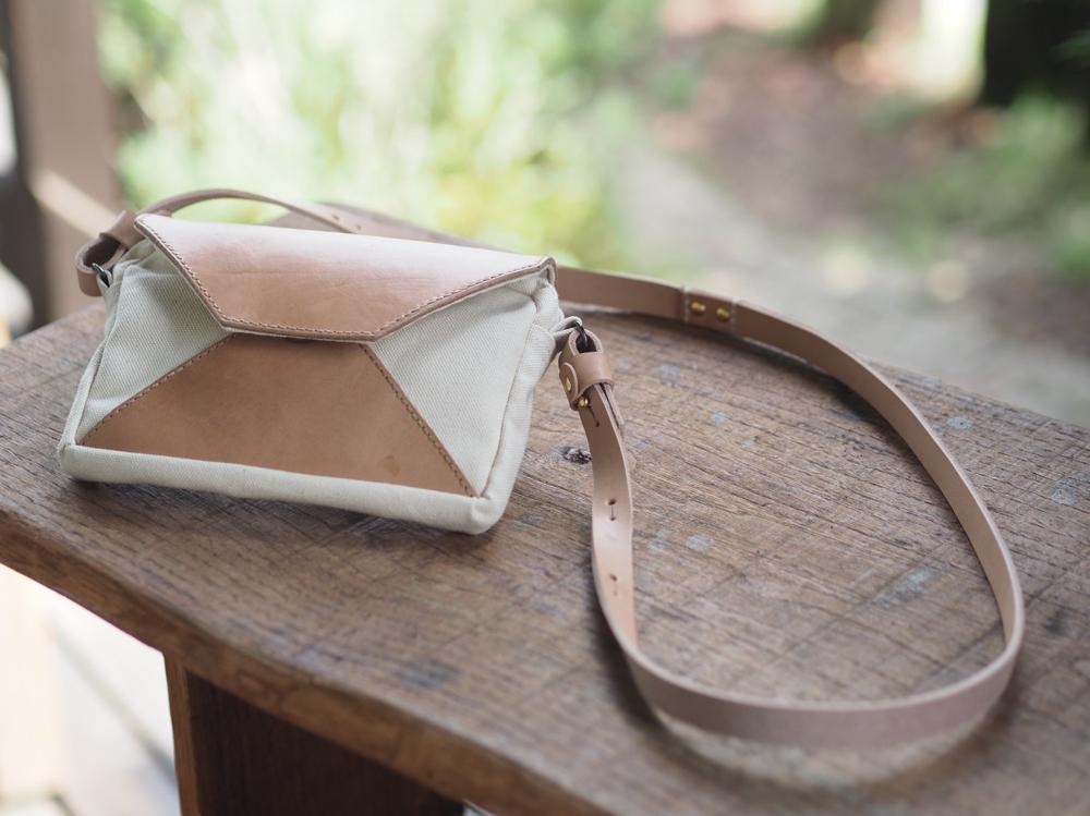 革と帆布のショルダーバッグ