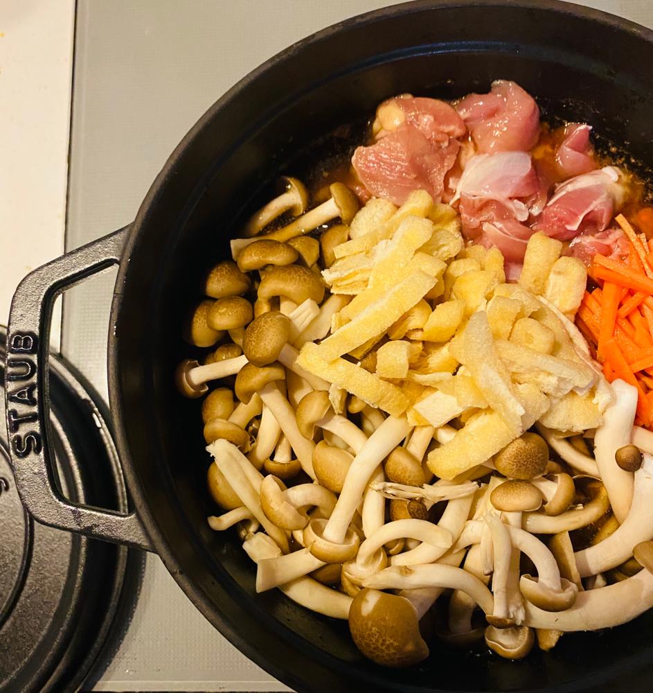 ストウブできのこ入り炊き込みご飯