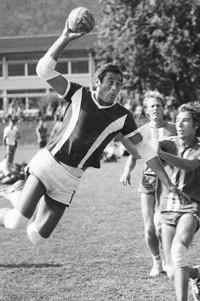 Der aktuelle Präsident Simon Margot hier bei einem Einsatz am beim Einsatz Bödeli-Cup 1978.