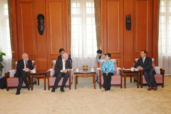 10. April 2017: Oberbürgermeister Nikolaus Roth, ADCG-Präsident Kurt Karst, CPAFFC-Präsidentin Li Xiaolin, Vizepräsident Song Jingwu (Empfang bei CPACCF)