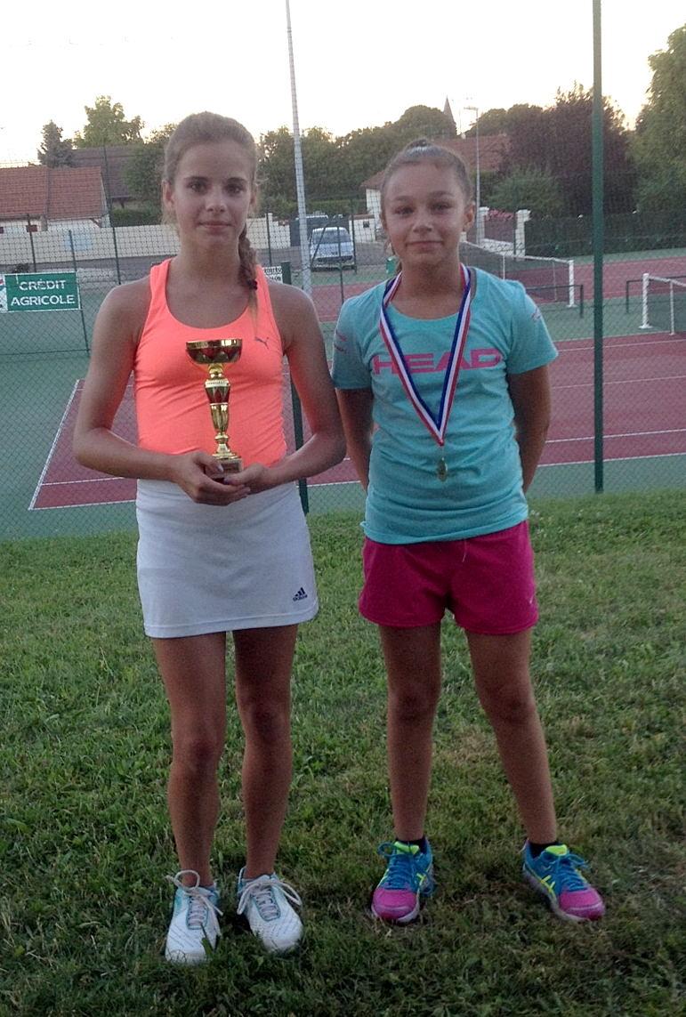 Emma MOTTE (vainqueure en 13/14 ans filles) et Atalia GAUDICHON