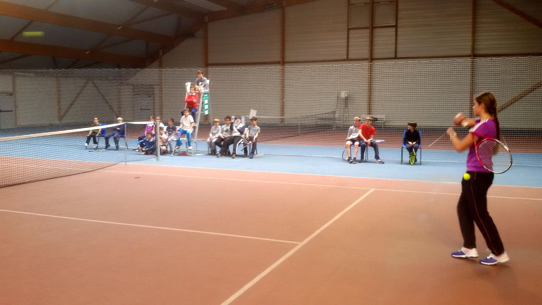 Un public attentif pour la démo des 2 champions Emeline et Grégoire!