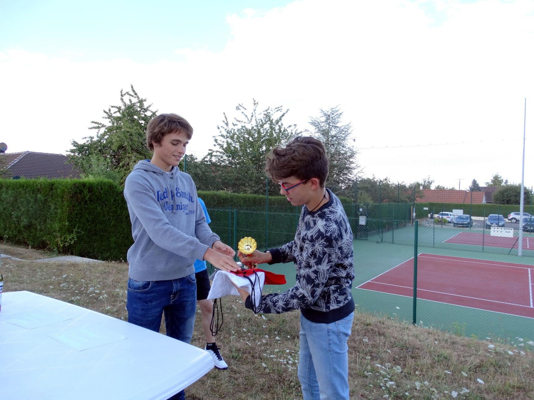 Remise des prix en catégorie 15/16 ans, Enzo vainqueur (Merci à la pro de la photo Sarah Spataro)