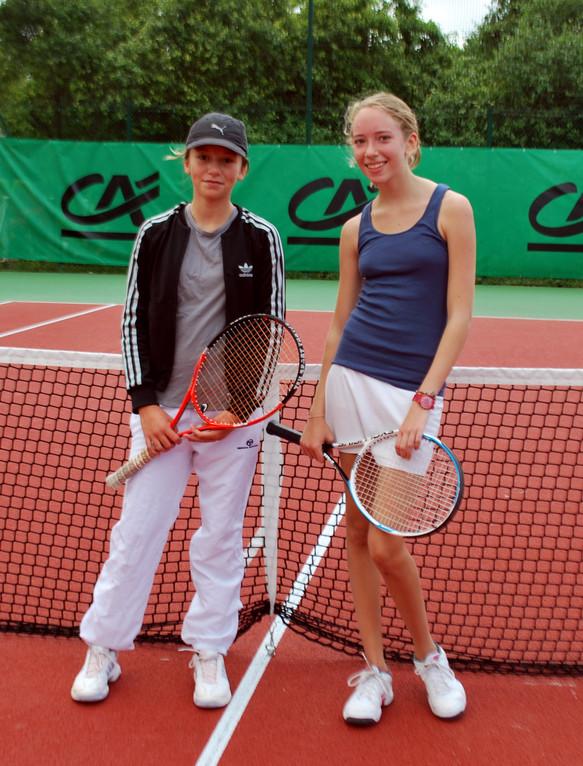 Célia Dartiguenave et Marie Langlais ouvrent le bal chez les 15/16 ans...