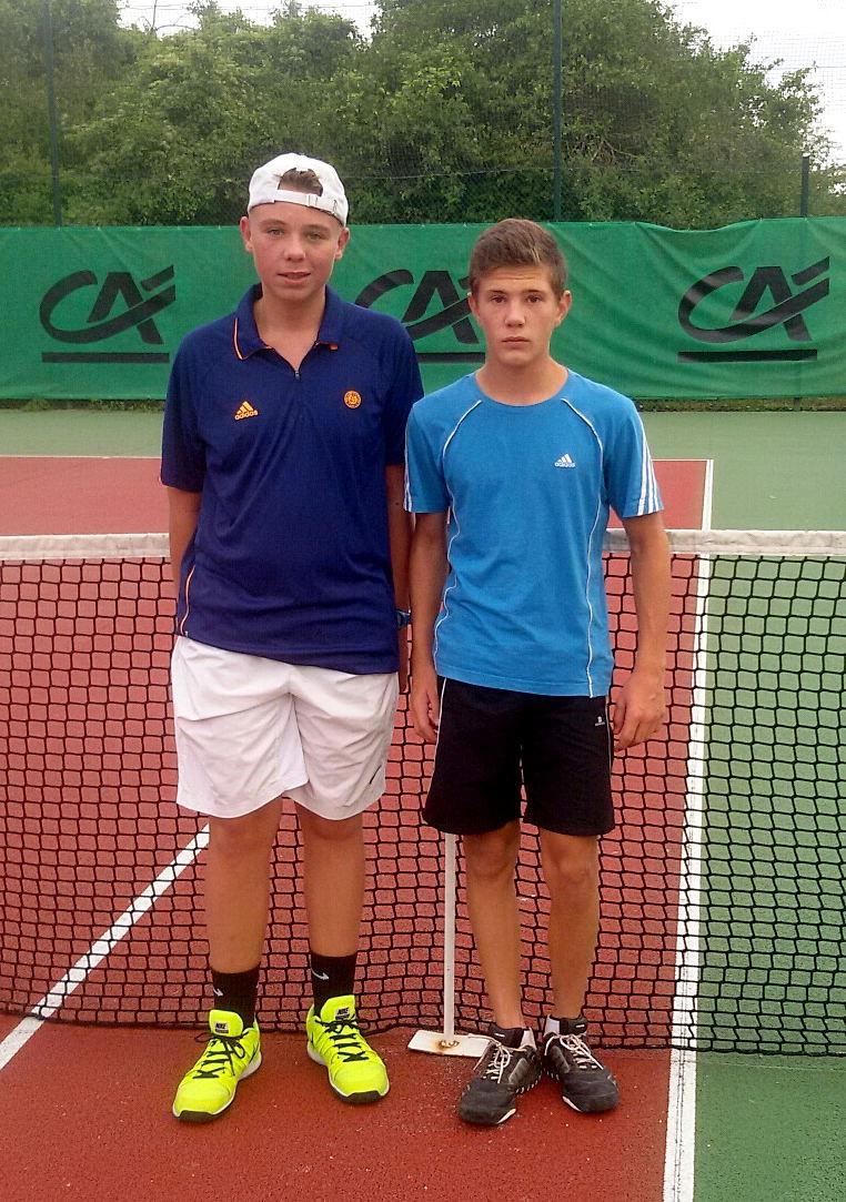 Tristan VIVAT, ROS Tennis, vainqueur en 13/14 ans et Gregory LORNE, ROS Tennis, finaliste