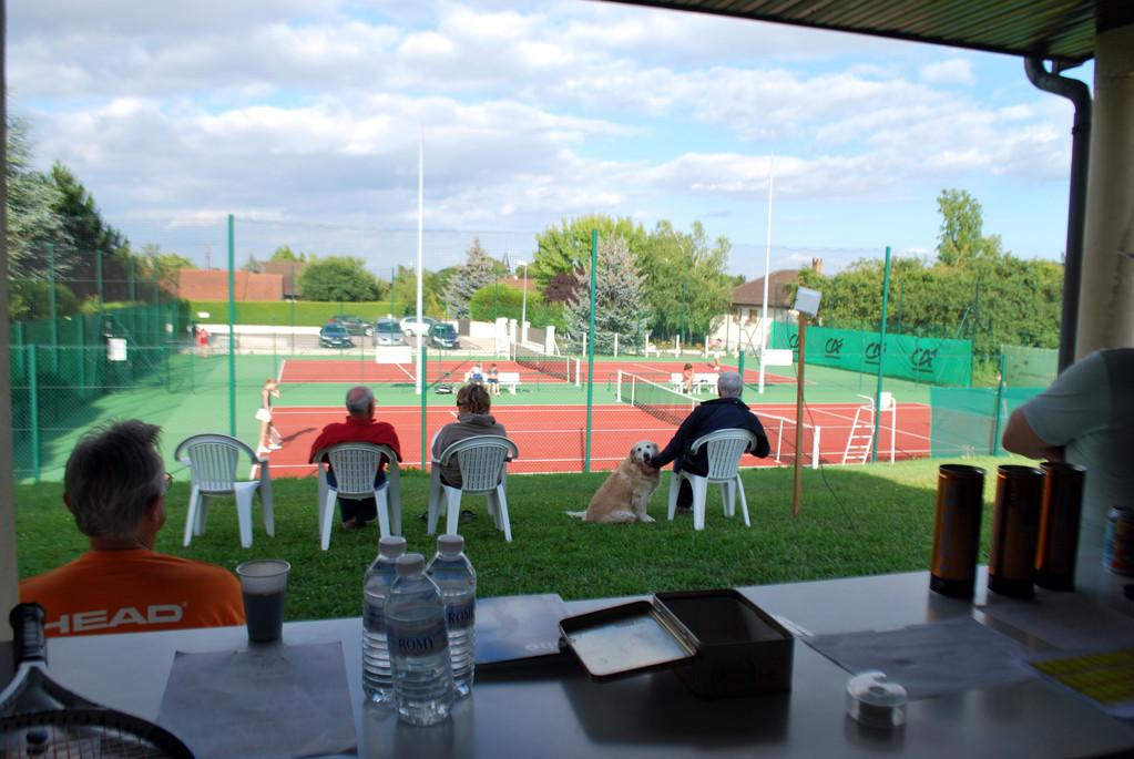 Panorama du tournoi vu de la salle des commandes : on peut admirer à droite la borne Wifi (notre fierté)...