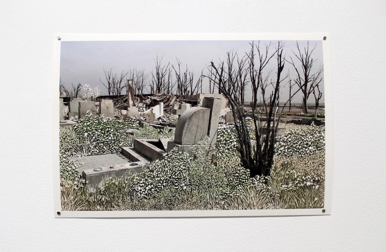 Raphaëlle Peria, Parmi les ruines #5, grattage sur photographie, 36 x 24 cm, 2020